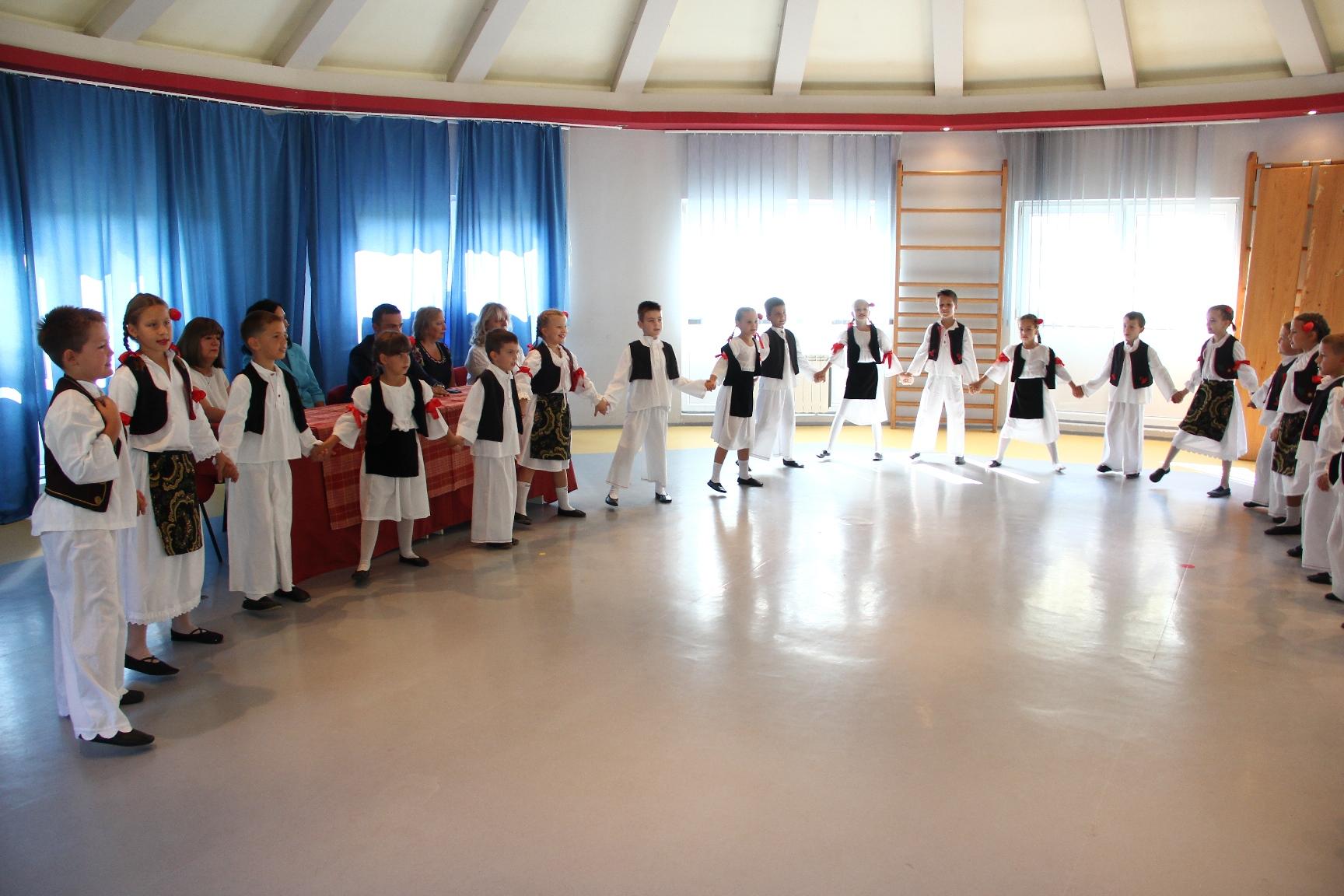 Deca iz vrtića pripredili su kompaniji Roma Company doček