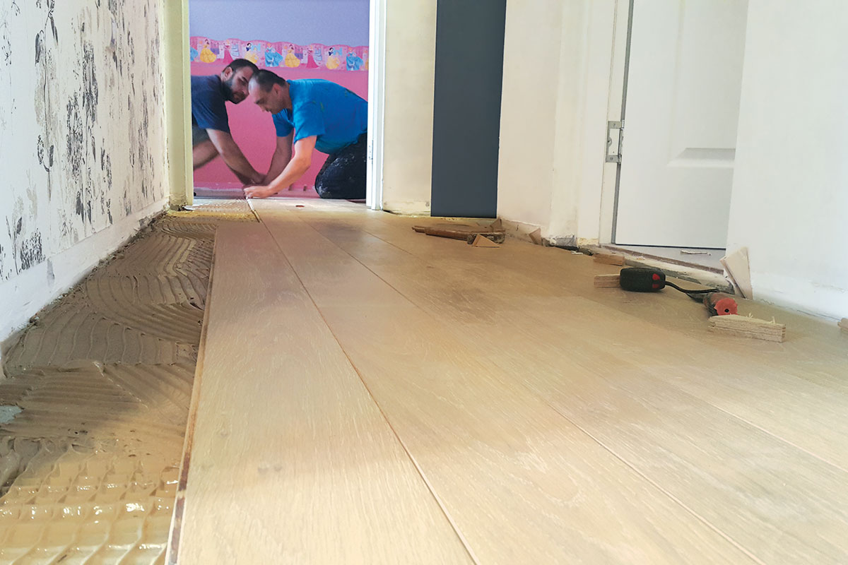 Lepljenje drvenog poda
