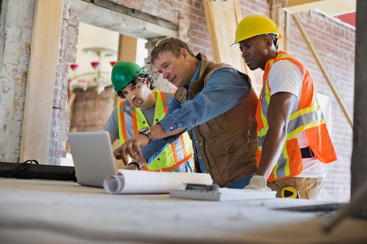 Građevinski radnici, pregled projektne dokumentacije