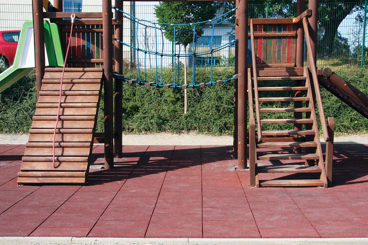 Reciklirana guma za dečije igralište