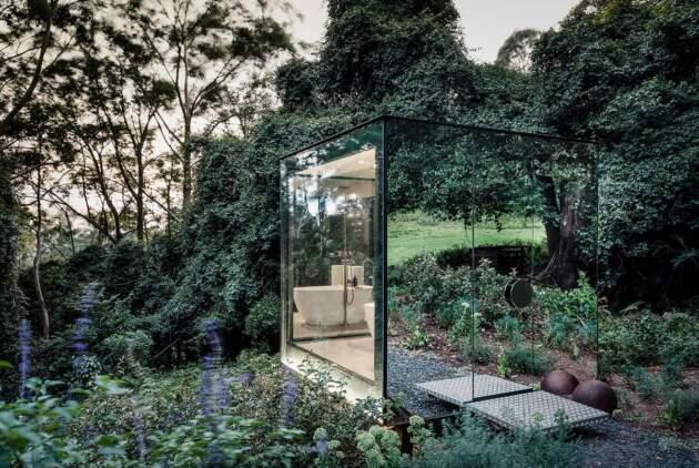 Stakleno kupatilo u šumi