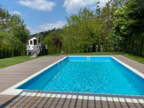 WPC deking u dvorištu oko bazena