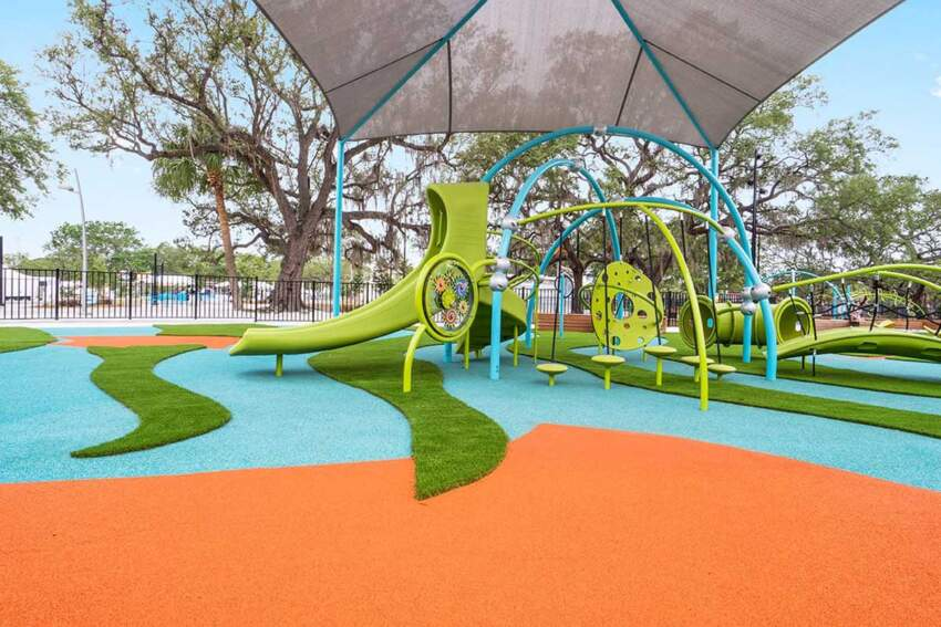 Reciklirana guma i veštačka trava na dečijem igralištu