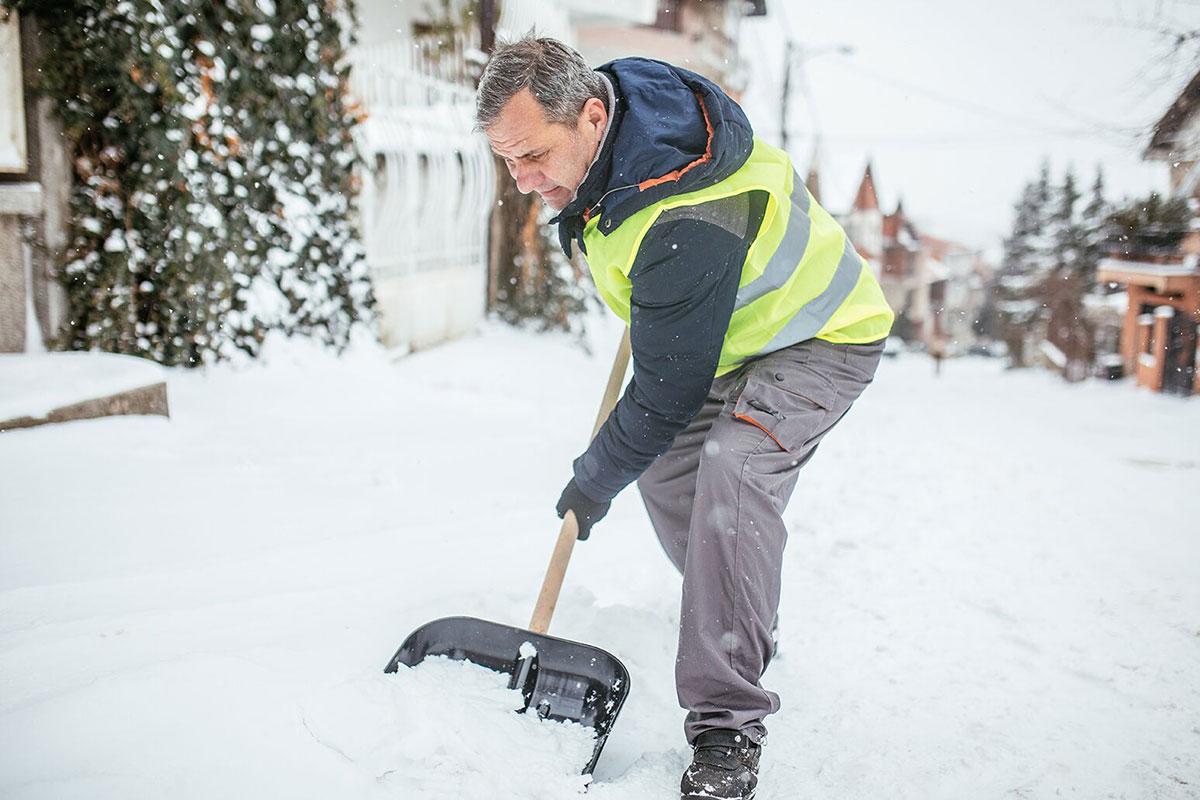 Čišćenje snega sa staze i kolskih prilaza