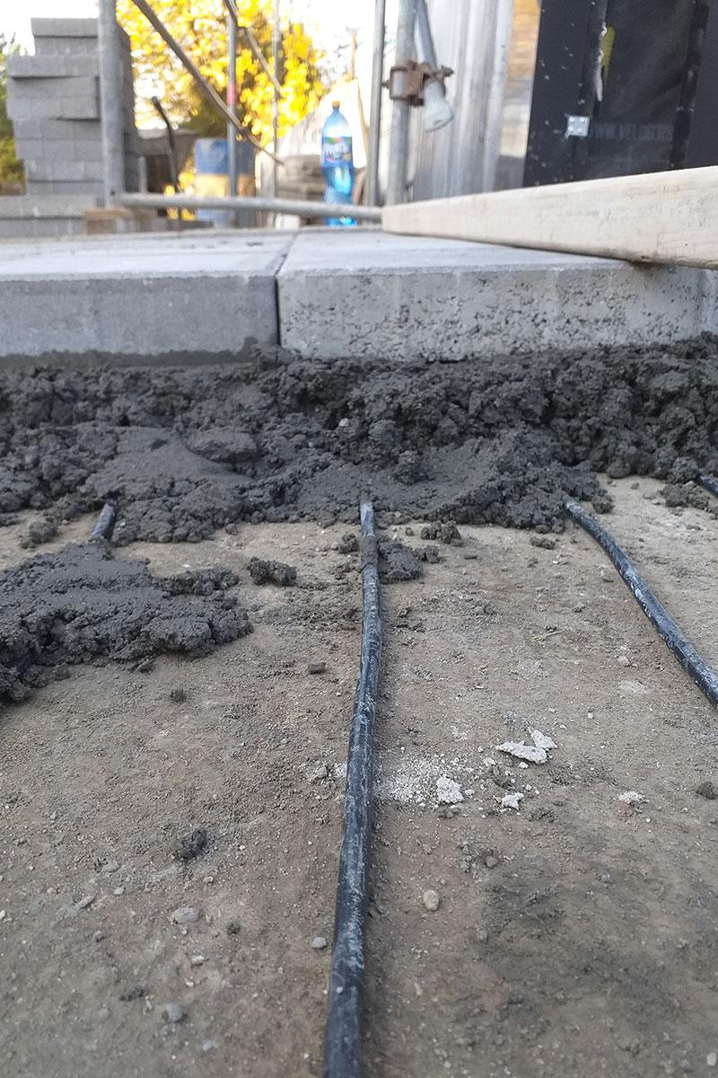 foto: Enerset doo / postavka grejnih kablova ispod behaton ploča