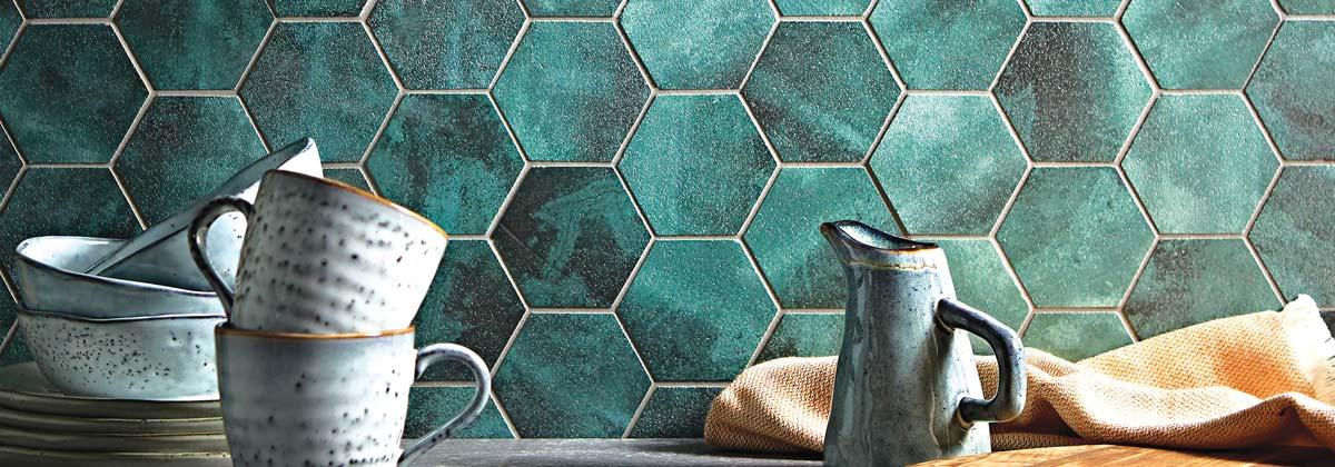 Keramičke pločice malog formata sa dominantnim jakim bojama
