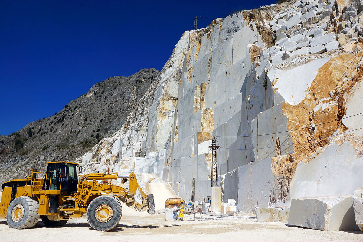 Najpoznatije i najveće nalazište ovog kamena na svetu nalazi se u Karari u Italiji