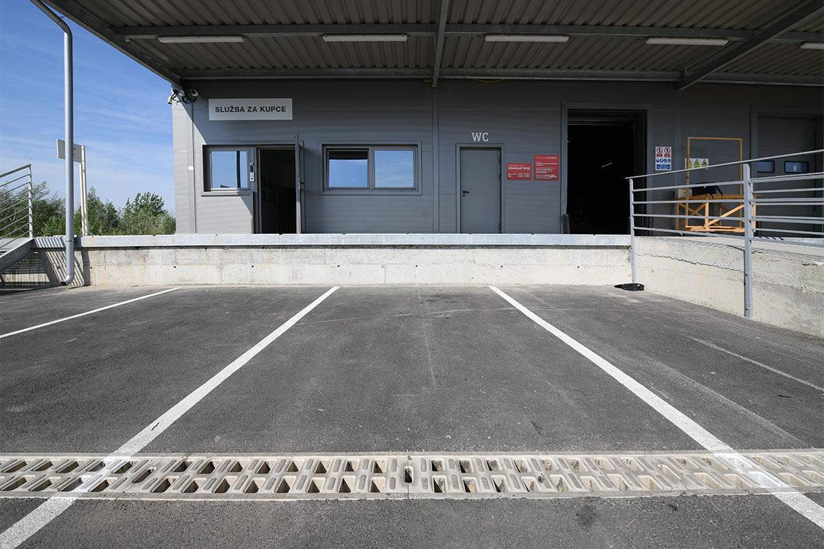 ACO Monoblock / parking ispred Lesnina XXXL u Novom Sadu