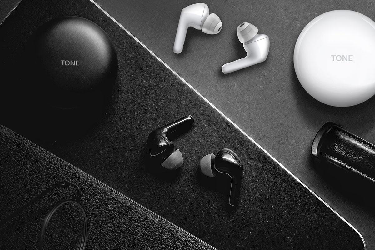 Tone Free slušalice (model HBS-FN6) koje tokom napajanja omogućavaju dezinfekciju sluša-lica UV nano zracima
