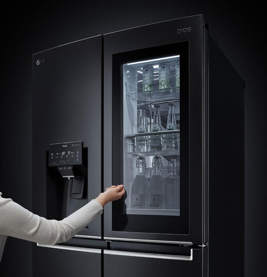 LG InstaView frižidera tako da UV nano zraci dezinfikuju pumpicu za vodu na svakih sat vremena