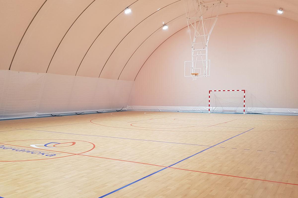 U sportskoj hali Zvečanska u ulici Braće Jerković smo postavili sportski pod